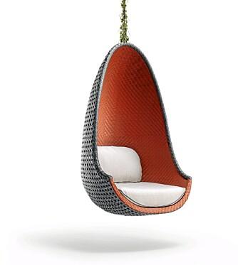 """HELT KONGE: """"Play"""" fra Dedon er designet av designerkongen selv: Philippe Starck. Stolen hadde verdenspremiere i Milano i april og kommer til Norge til høsten, Ballerud hagesenter."""