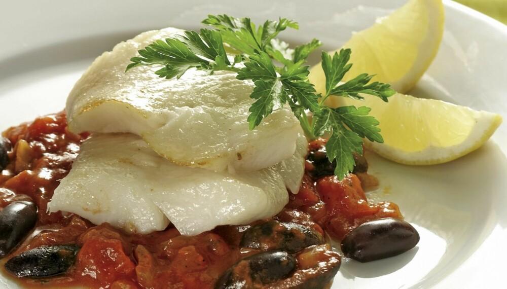 MANDAG: Breiflabb med tomater og oliven.