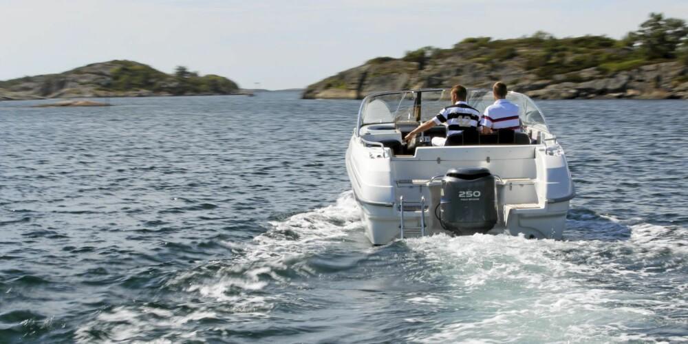 Vår testbåt var utstyrt med 250 hk, noe som gir gode fartsegenskaper.