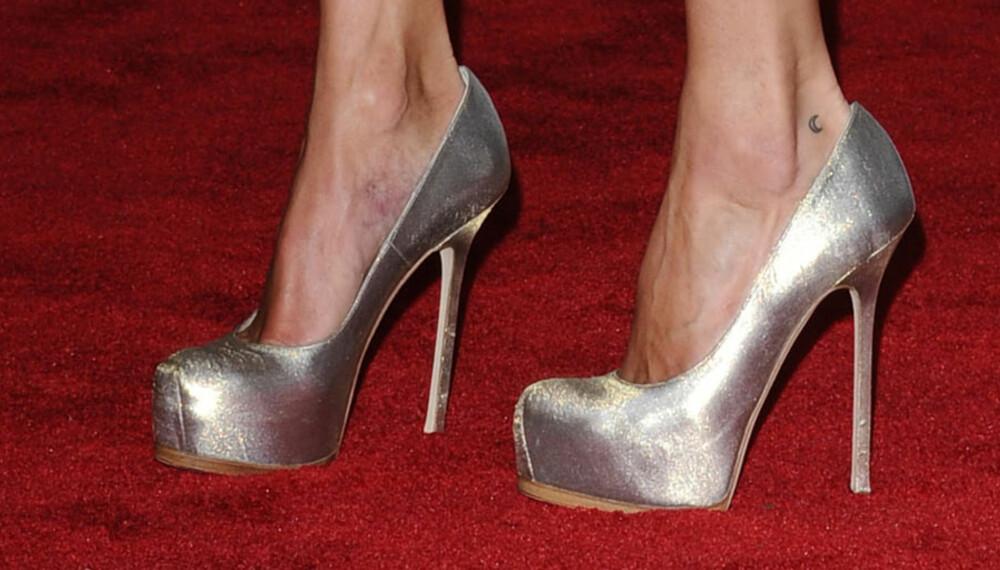 SJEFSGASELLEN: Kate Moss er vant med å gå på høye hæler. Her har hun et par med platåsåle foran, som gjør at skoen er lettere å gå med enn det ser ut til.