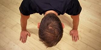 AVSTAND: Bredden mellom hendene er viktig for resultatet av øvelsen.