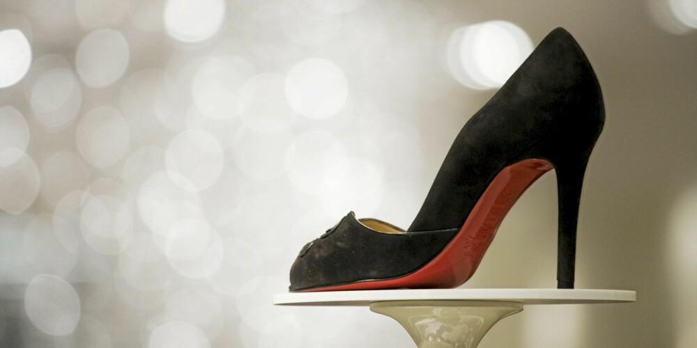 RØD SÅLE: Et av de sterkeste kjennetegnene på skoene til Christian Louboutin er den røde sålen.