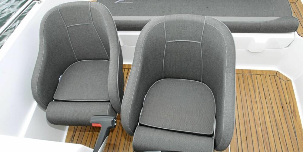 Setene i Finnmaster 55 SC er enkle, men gir grei sittekomfort.