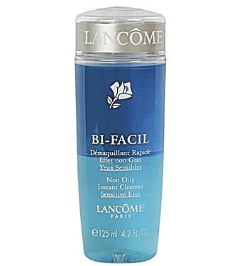 SMINKEFJERNER: Lancôme Bi-facil Eye Makeup Remover (kr 270).