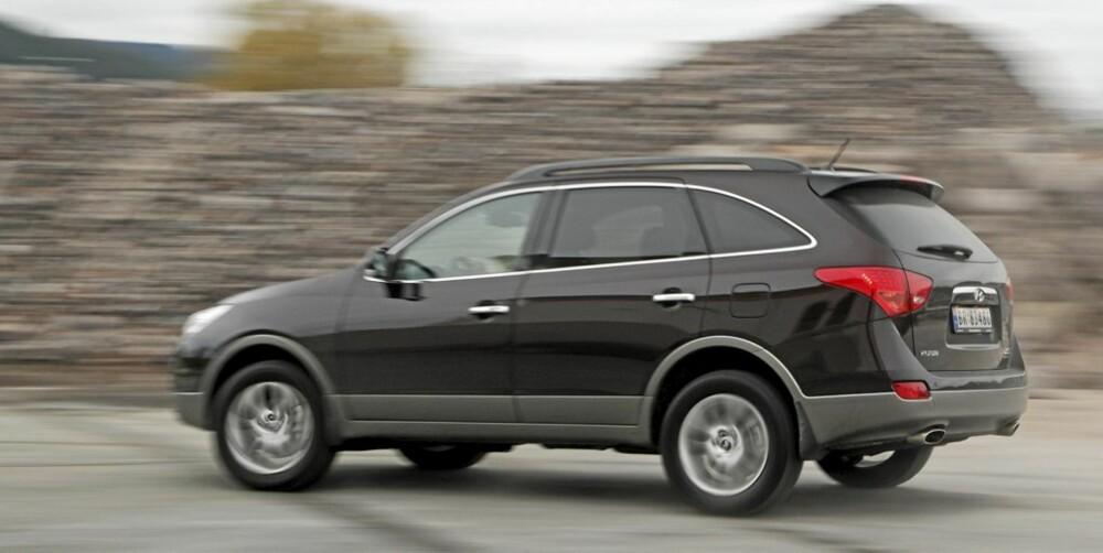 TRIVELIG: Bilen har et fint kompromiss mellom kjørbarhet og komfort. Vi trives!