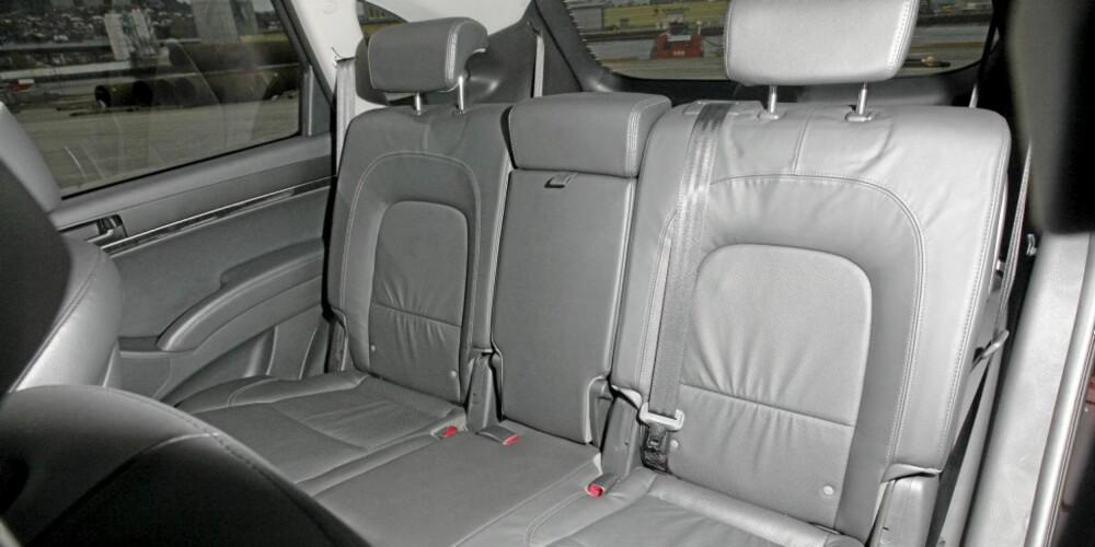 FLEKSIBEL: Bakseteløsningen i Hyundai iX55 er praktisk og anvendelig. Det er komfortabelt å sitte her, og enkelt å komme til på tredje seterad.