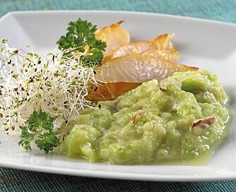 Squashpuré smaker nydelig sammen med varmrøkt fisk, for eksempel torsk, som her.