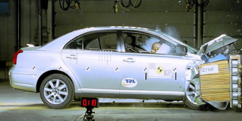 Krasjtesten fra 2003 viser at en brukt Toyota Avensis fortsatt er en ganske sikker bil.
