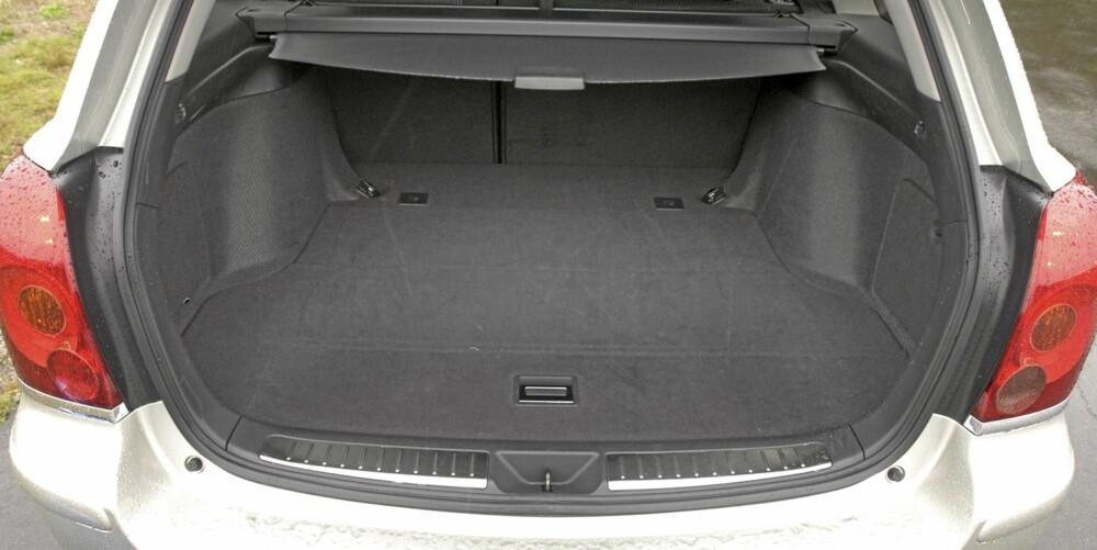 Stasjonsvogn er den mest populære versjonen av brukt Toyota Avensis fra 2003-2008.