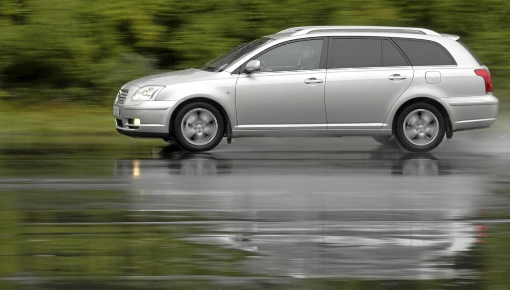En brukt Toyota Avensis fra perioden 2003 til 2008 er blant de beste familiebilene.