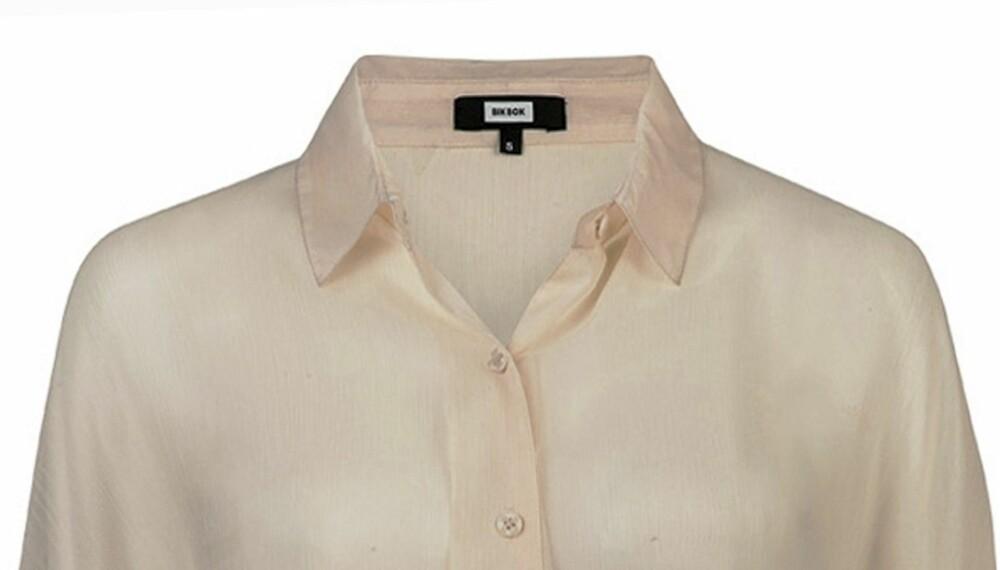 DENNE MÅ DU HA: Bytt ut t-skjorta med en klassisk skjorte. Her fra Bik Bok (kr 299).