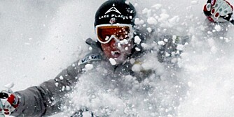 U.S. ski racer, Andrew Weinbrecht of Lake Placid, N.Y.,  takes advantage of the freshly fallen snow and the time off to ski a little powder after the men's super combined was canceled after nearly seven inches of snow fell at the mountain resort overnight, Thursday Dec, 4, 2008 at Beaver Creek, Colo. (AP Photo/Nathan Bilow)