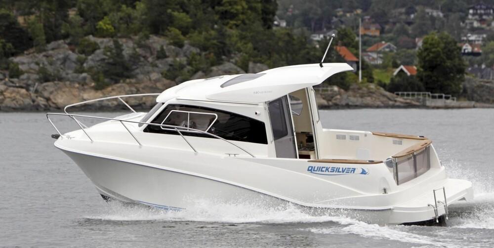 SMÅTØFF: Quicksilver 640 Weekender må sies å være blant de sportsligste styrhyttebåtene rent visuelt.