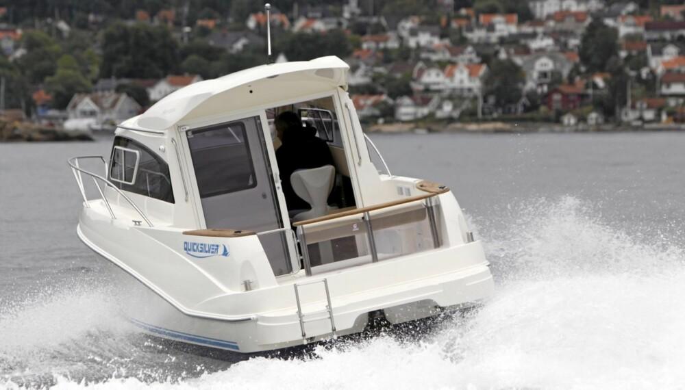 POPULÆRE: Styrhyttebåtene blir stadig mer populære. Kanskje ikke så rart når man tenker på hvor kort båtsesongen er mange steder her i landet.