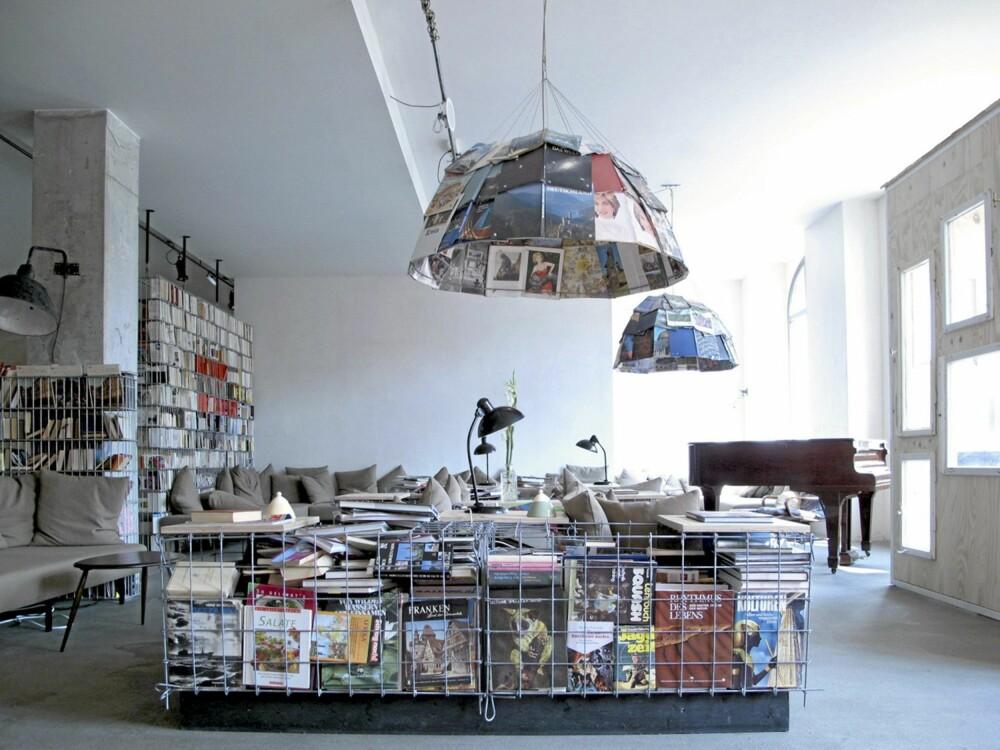 RELAX. Med mange lange og lave sofaer, et vell bøker og blader er det åpne loungeområdet som skapt til sosialt liv.