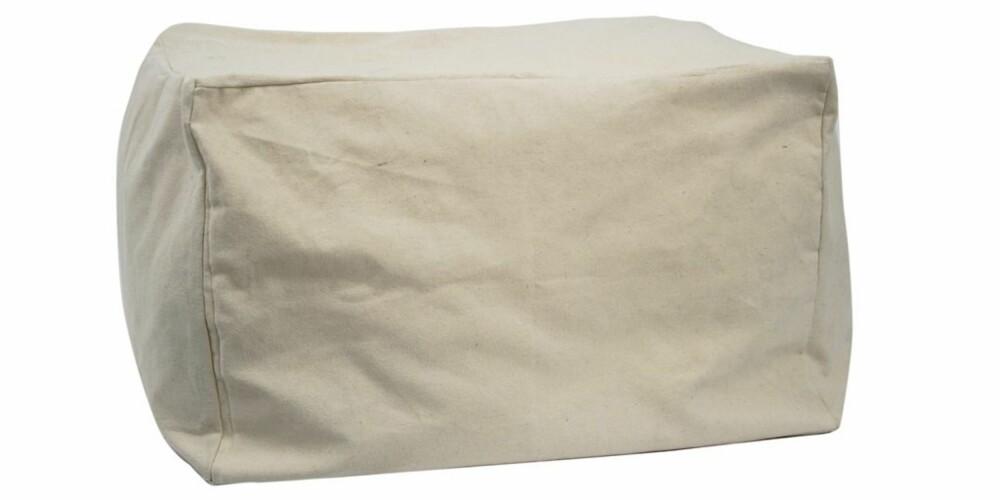 PUFF MED INNHOLD: Denne puffen kan fylles med gjestedyner og sengetøy. Når den er tom, tar den minimalt med plass og kan lett pakkes vekk. Kr 279, fra Granit.