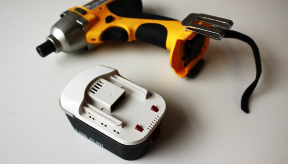 Ett batteri: Det blir mye venting om du ikke kjøper ekstra batteri.