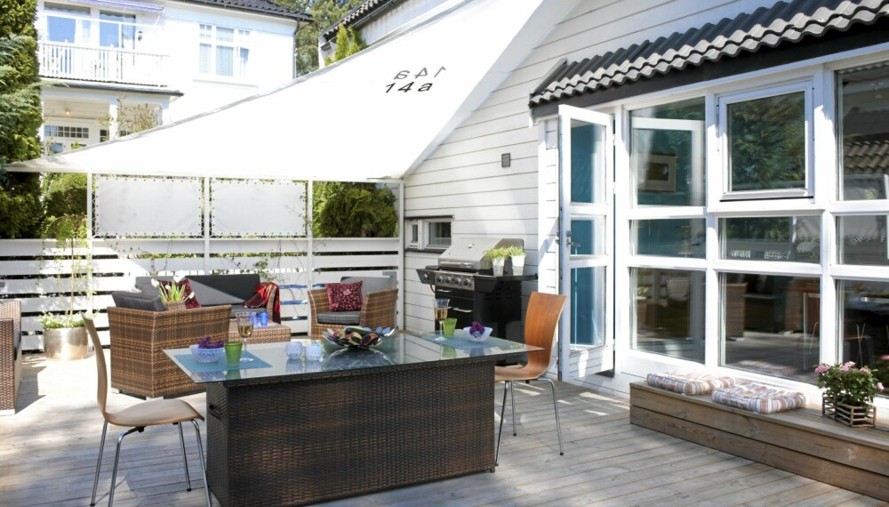 Nytt solseil på terrasse med interiørarkitektens hjelp.