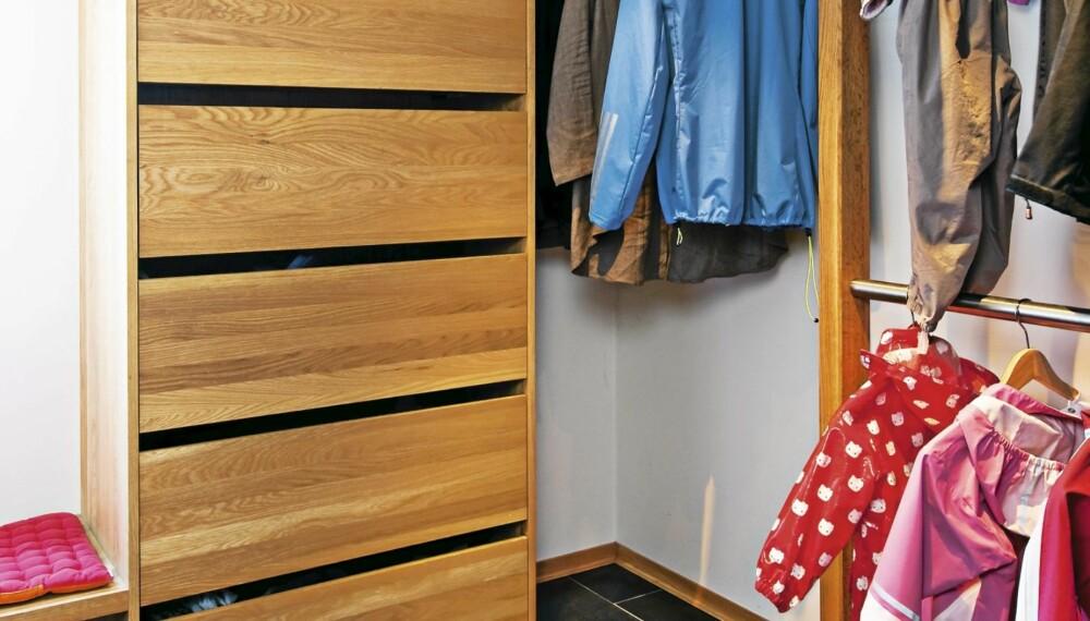 OVERBLIKK: Her får du øyeblikkelig oversikt over hva garderoben inneholder.
