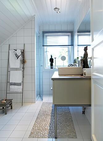 Du bør ikke legge våtromsfliser rett på baderomsbelegg.