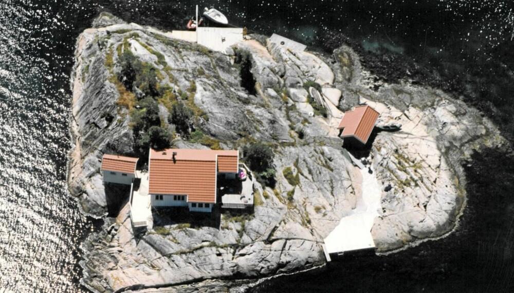 RISØR: Egen øy ved innseilingen til Risørs skjærgård på Ospedalsholmen. Primærrom 54 kvm. Tomt 2.484 kvm. Prisantydning 15.000.000.