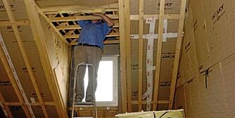 ETTERISOLERING LOFT: Etterisolering av loft gir stor energigevinst, og er noe man kan gjøre selv.