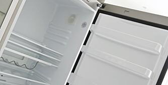 KJØLESKAP: Du kan fjerne vond lukt ved å la en åpen boks natron stå natten over inne i skapet.