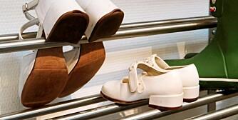 OPPBEVARING: Skohyller med pensko kan få plass under trappa.