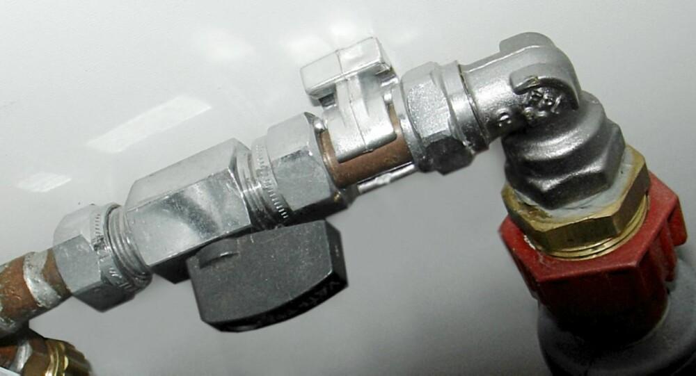 STOPPEKRAN: Det skal være stopekran foran alle apparater som bruker vann.