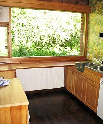 FØR: Kjøkkenet var trangt og lite, men hadde muligheter for å rive lettvegger og lage større kjøkken med spiseplass.