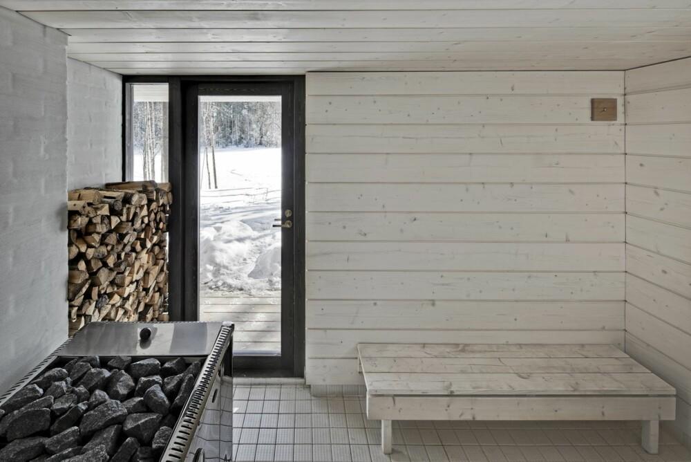 SAUNA I SÆRKLASSE: Saunaen på 24 kvm er i samme rene stil som resten av stedet.