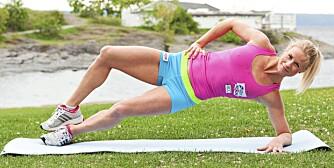 ØVELSE 3: For en hardere variant, åpne i tillegg beina når du går opp.