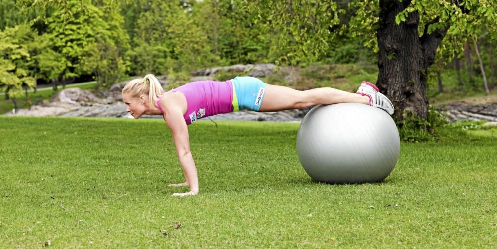 ØVELSE 5: Rullende opp på ball, posisjon 1
