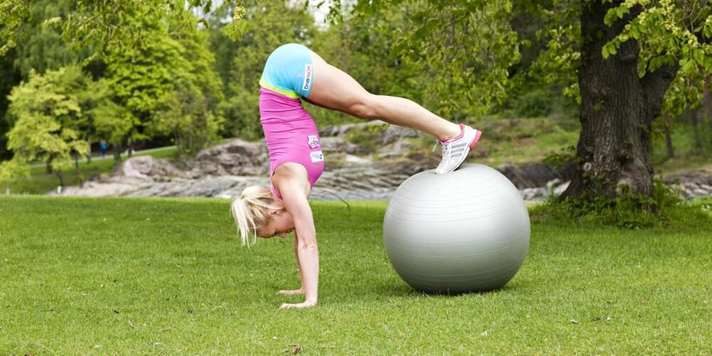 ØVELSE 5: Rullende opp på ball, posisjon 3
