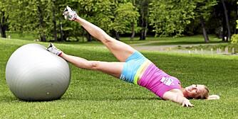ØVELSE 6: For en hardere variant, løft det ene beinet opp når du roterer.