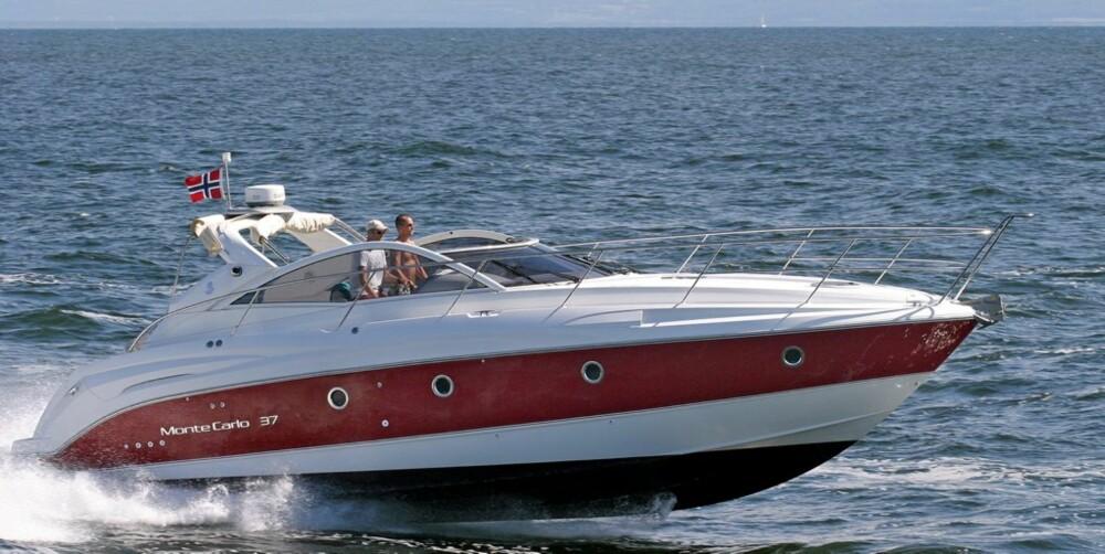 GÅR GODT: Selv med fullastet båt kan man holde en marsjfart på rundt 25 knop.