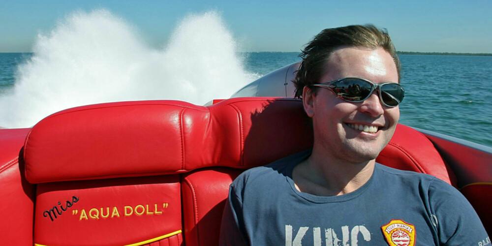 75 KNOP: I over 80 knop må solbrillene av på grunn av turbulens under glassene.