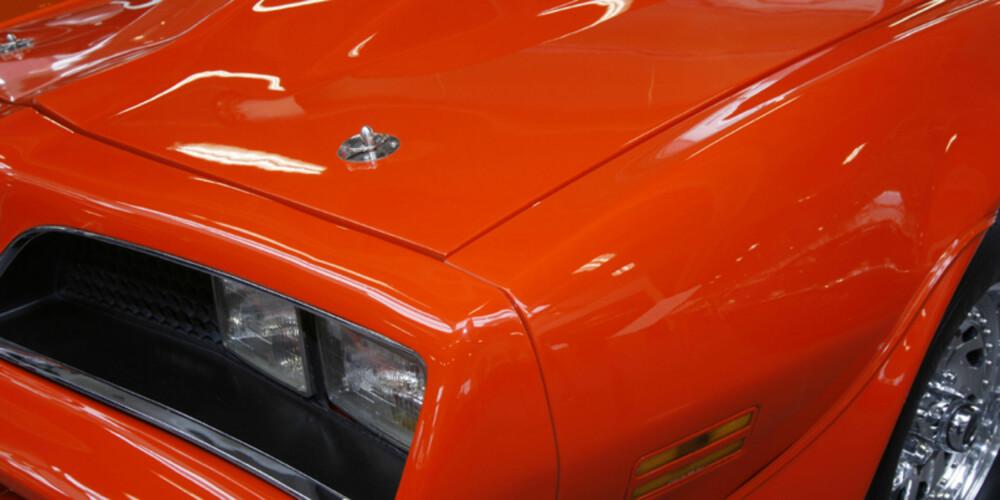 BLANK LAKK: Lakkbehandling gjør at bilen holder seg pen mye lenger - og øker følgelig annenhåndsverdien.