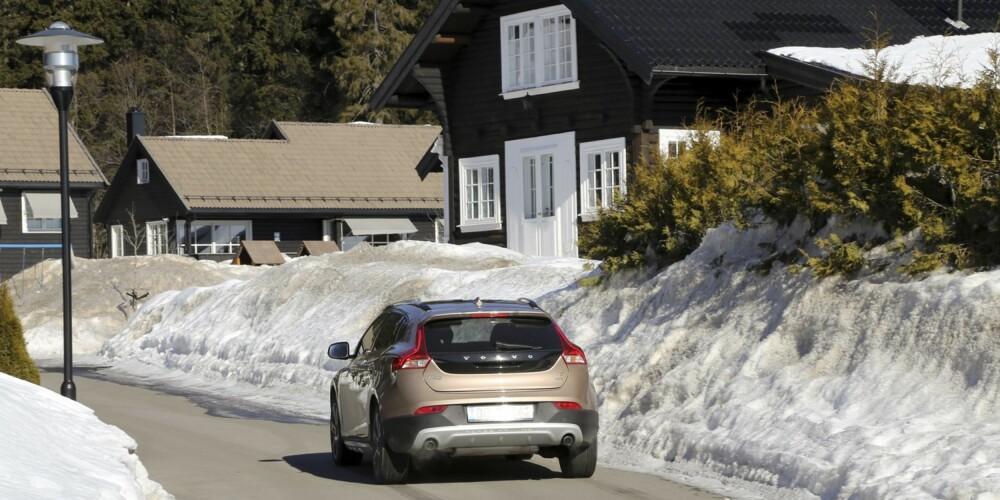 KLER VINTEREN: Volvo V40 Cross Country T5 AWD oppfører seg spesielt godt i vinterhalvåret, men byr på mye moro resten av året med en kraftig og karismatisk motor.