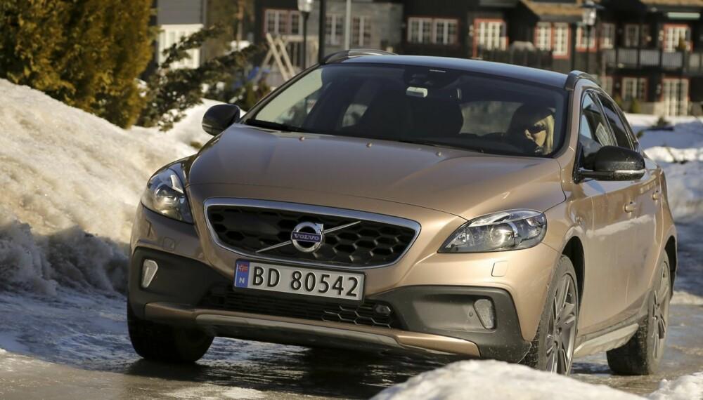 TØFF NOK: Volvo V40 Cross Country T5 AWD har et småtøft utseende og mer enn nok krefter til å leve opp til det.