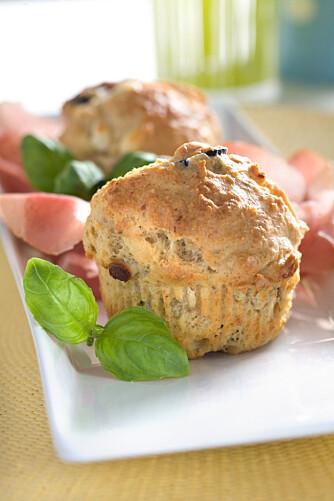 Muffins med feta og oliven