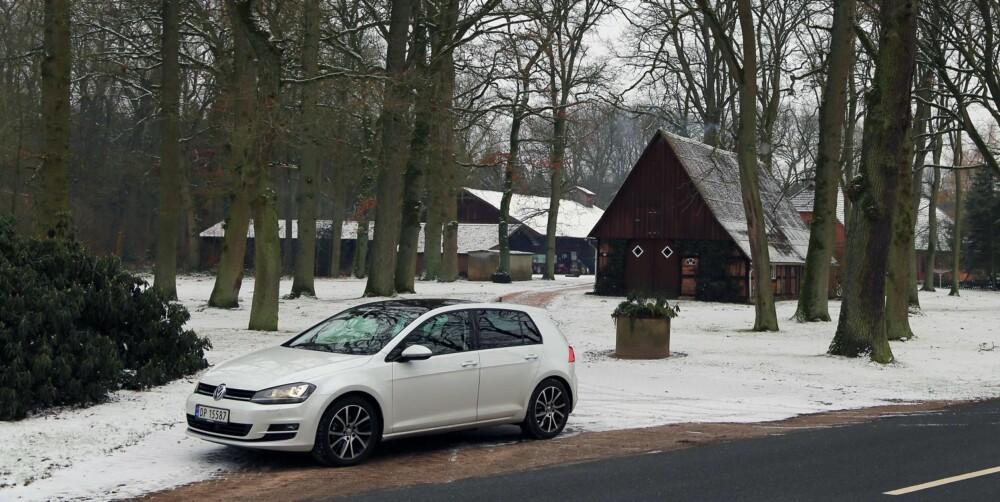 PÅ LANGTUR: Hans og Grete-kulisser utenom allfarvei i Tyskland. Med sprek motor henger Golf godt med på Autobahn.