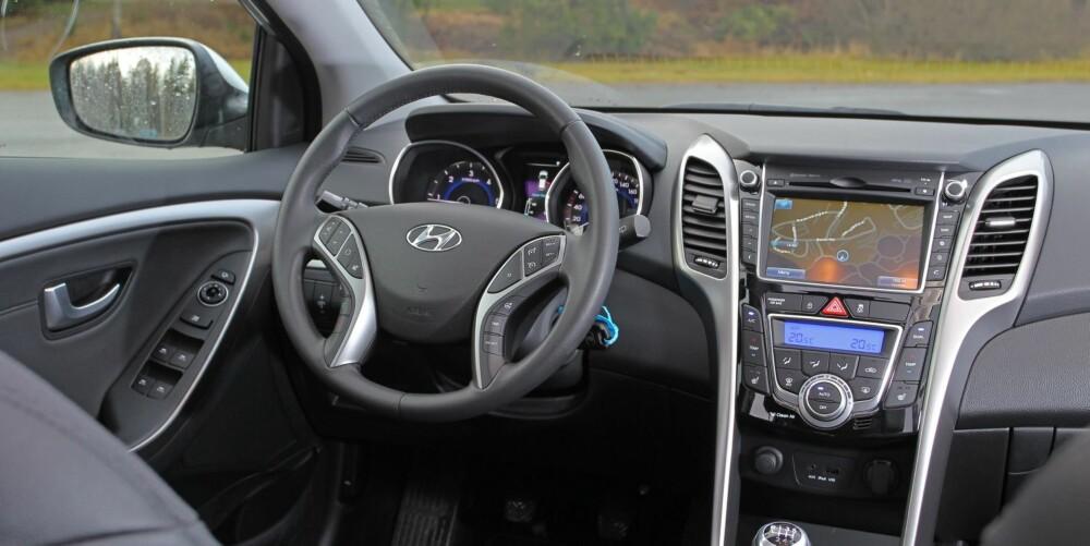 TOPPMODELL: Premium utstyrsnivå har masse utstyr til en veldig fornuftig pris. Gode seter og god ergonomi for fører er alltid et pluss. Akkurat som god ergonomi og brukervennlighet.