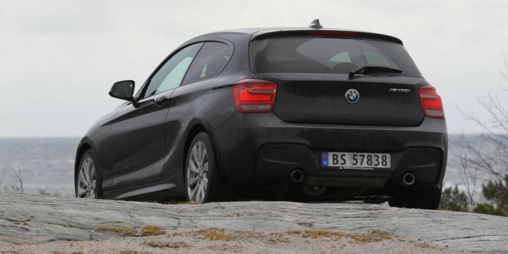 PASSE: BMW M135i ser tøff ut, men bilen er på ingen måte overstylet.