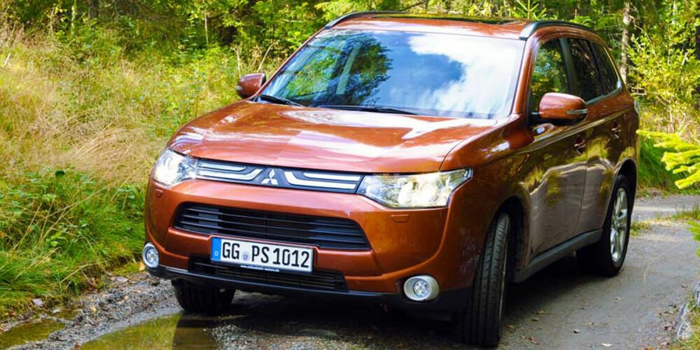RØFT ER BRA: Kjøremessig liker Mitsubishi Outlander seg best på ujevnt, smårøft underlag. FOTO: Mitsubishi
