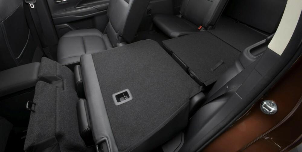 FLEKSIBELT: Du kan velge bilen som fem- eller syvseter. Plassen er blitt bedre med setene nedfelt. FOTO: Mitsubishi