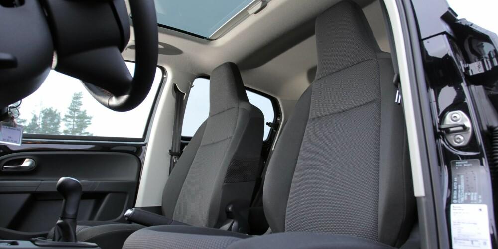 LYST OG LUFTIG: Panorama glasstak er strengt talt ikke nødvendig og føles ikke verdt prisen på 7000 kroner. Fordelen er at bilen føles større innvendig. .