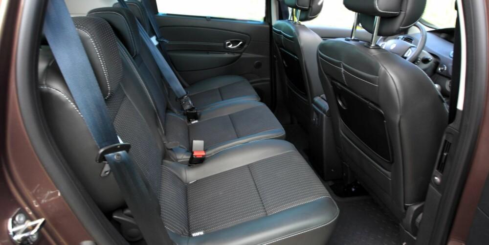 FLEKSIBEL: De tre setene i baksetet kan legges sammen eller fjernes hver for seg. Også det midte baksetet har Isofix-fester for barneseter. FOTO: Egil Nordlien, HM Foto