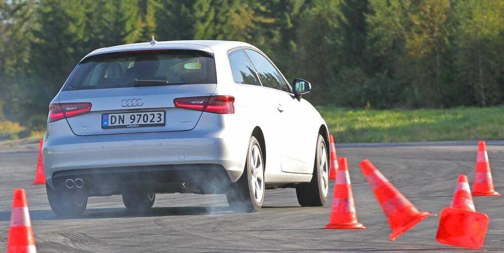 MAKS PRESS: Audi A3 overbeviser i elgtesten. Den er både potent og trygg, men svarer med en overstyring om den presses for langt - som her. FOTO: Petter Handeland