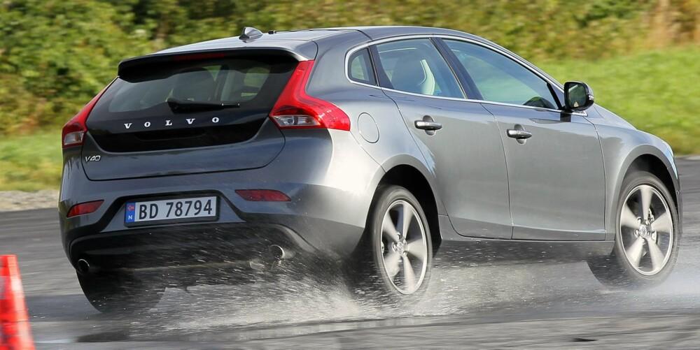 KJØRER BRA: Både i de dynamiske prøvene på testbanen og ved aktiv kjøring på landeveien liker vi Volvo V40 meget godt. FOTO: Petter Handeland